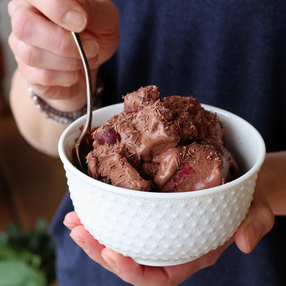 ⠀⠀⠀⠀⠀⠀⠀⠀ You asked for it! 👉🏼 ⠀⠀⠀⠀⠀⠀⠀⠀ New recipe on the blog today:  BLACK FOREST ICE CREAM 🤤🍒🍫 ⠀⠀⠀⠀⠀⠀⠀⠀ This dairy-free and processed sugar-free treat can pass for the real thing. You won't believe it until you try it yourself! ⠀⠀⠀⠀⠀⠀⠀⠀ Click the link in our bio to get the recipe and learn the tricks to creating perfectly smooth vegan, gluten-free ice cream.  ⠀⠀⠀⠀⠀⠀⠀⠀ Psst… This would make an unforgettable end to your romantic Valentine's Day dinner. Just saying.💘🥰  ⠀⠀⠀⠀⠀⠀⠀⠀