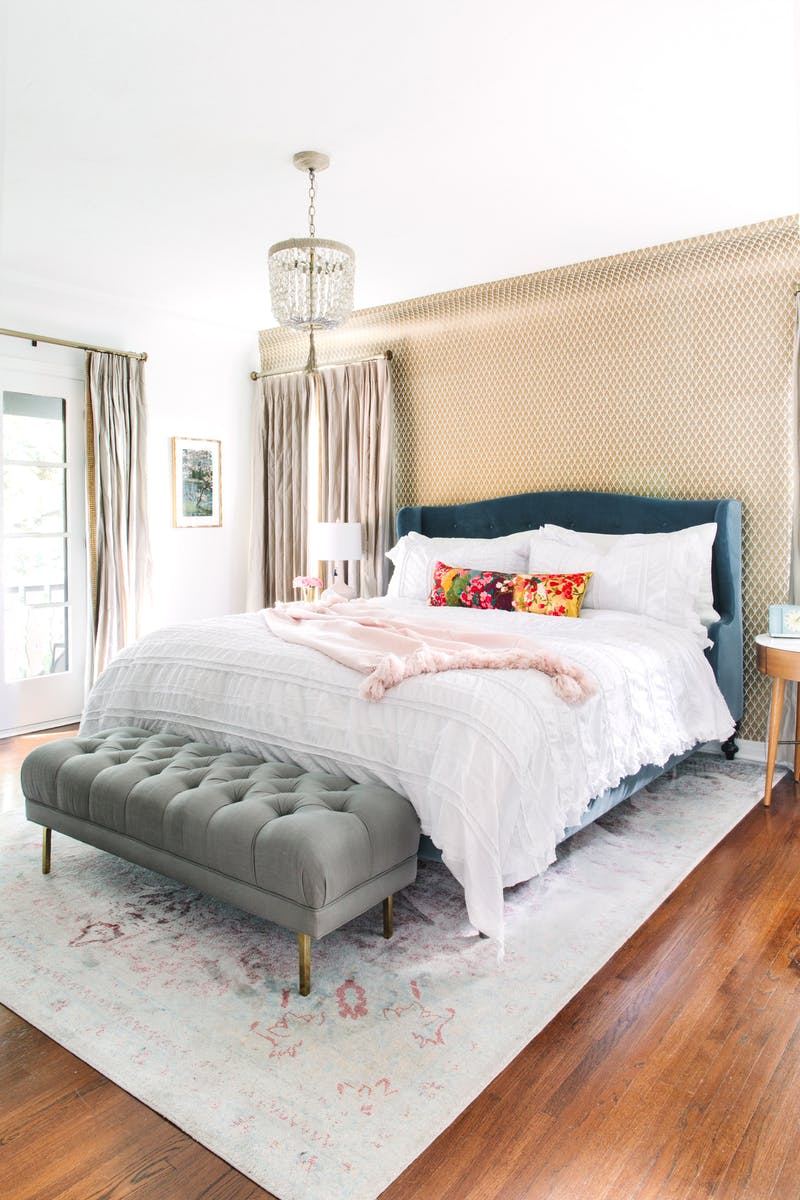 How to style your bed like a design pro is one of 6 simple ways to spruce up your home while sheltering in place by Los Angeles and Fort Worth based interior designer Jessica McClendon