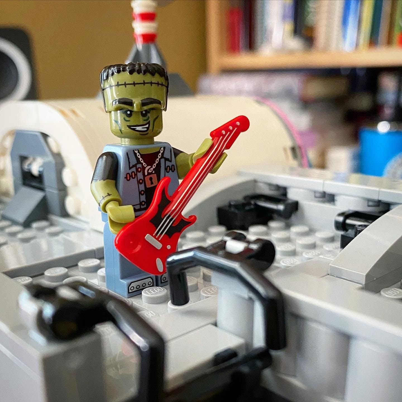 Monster guitar