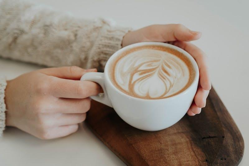 leaf design coffee latte art